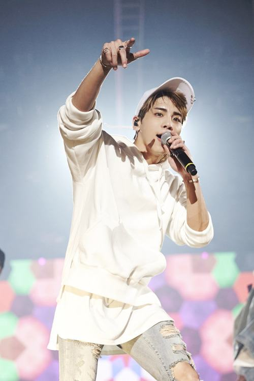 He wears a more relaxed outfit for part of the concert. / Source: Naver