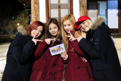 Even in winter coats, BLACKPINK is adorable as ever. / Source: Jisoo FC