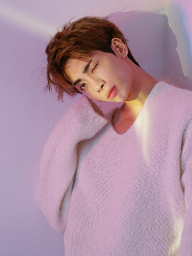Sweater paws are adorable on him! / Source: SHINee Vyrl