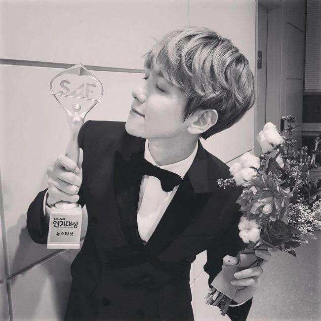 Baekhyun with award