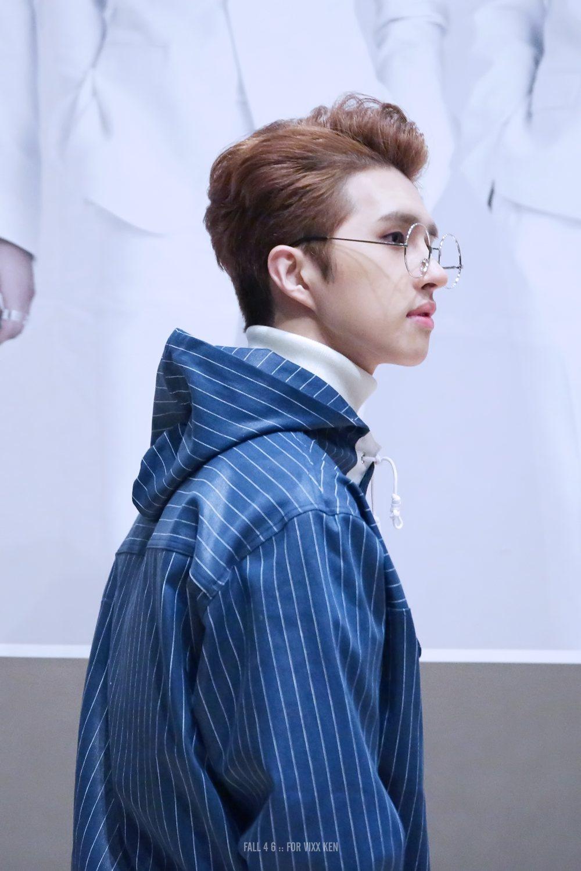 Кен VIXX всегда был хвалили за его поразительных хороший внешний вид, но очки заставить его выглядеть еще лучше.