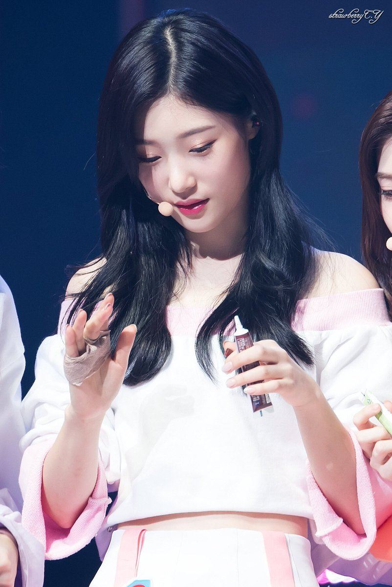 Chaeyeon's flawless skin looks beautiful in this off-shoulder top