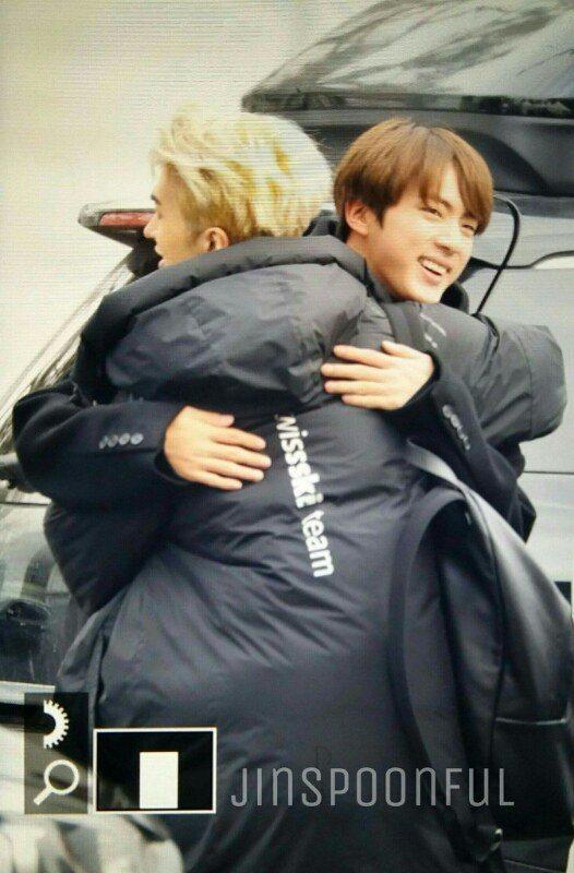 Кен и Джин обниматься
