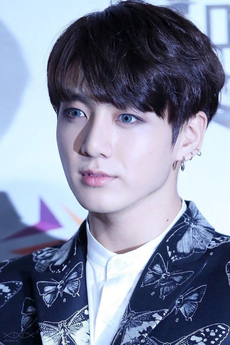 Jungkook looks so alluring.