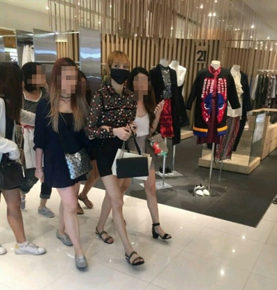 Photos Of BLACKPINK Lisa In Casual Clothes Show How Beautiful She ... 0a99dac34