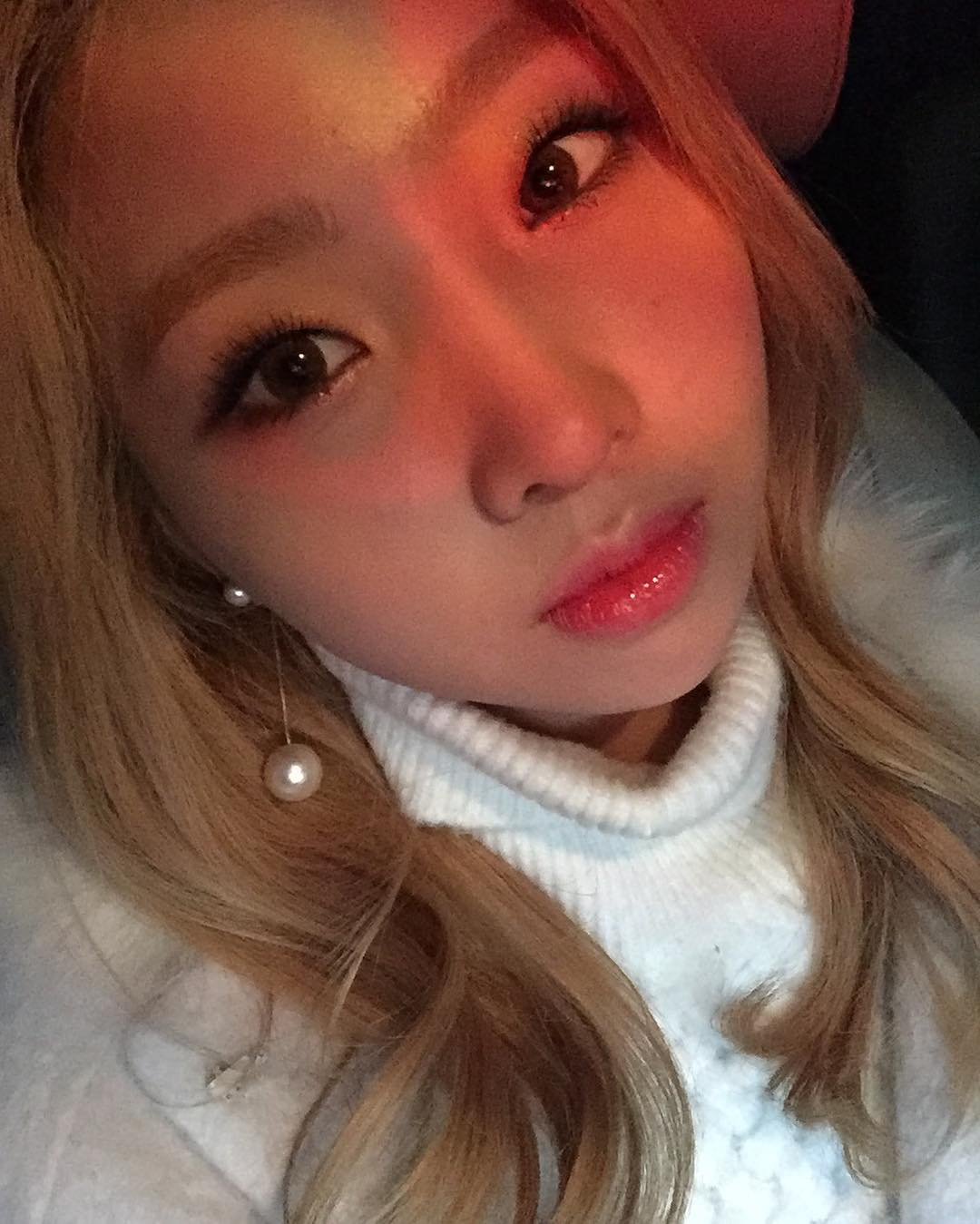 Minzy's keeping her fans up to date with her look too.