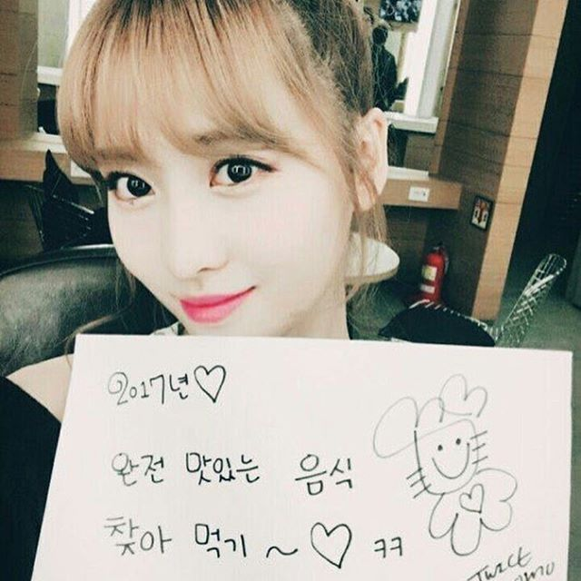 """To search for delicious food and eat them♡ To smile a lot more than in 2016 are my goals."""