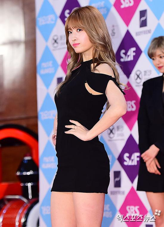 Momo's dress at the red carpet.