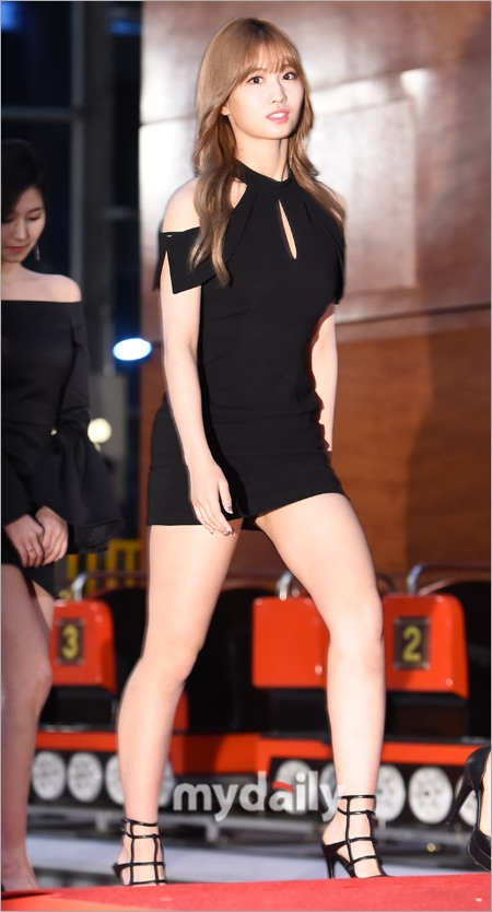 8 Jaw Dropping Photos Of Twice Momo S Sexy Red Carpet Dress