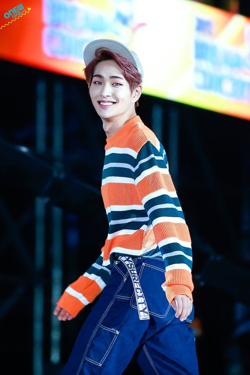Onew looks like he is a character from a Fairytale with those contacts.