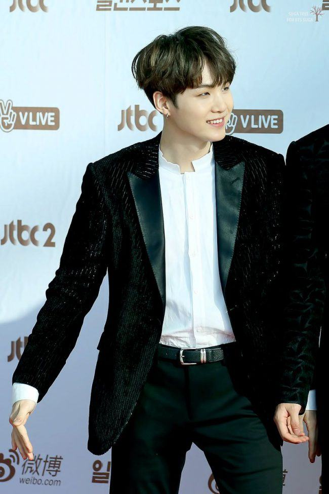 Suga looks so fancy on the red carpet.