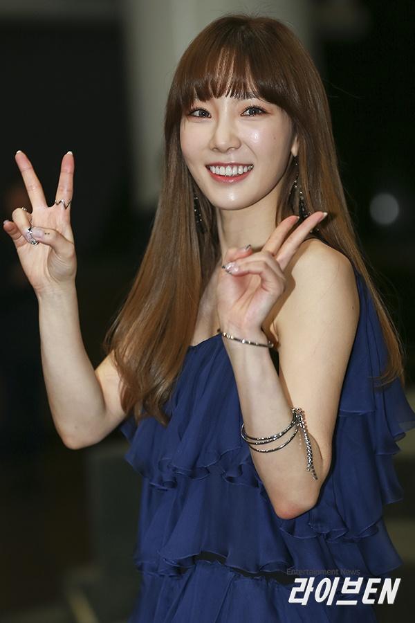 Taeyeon's beautiful dress on the red carpet.