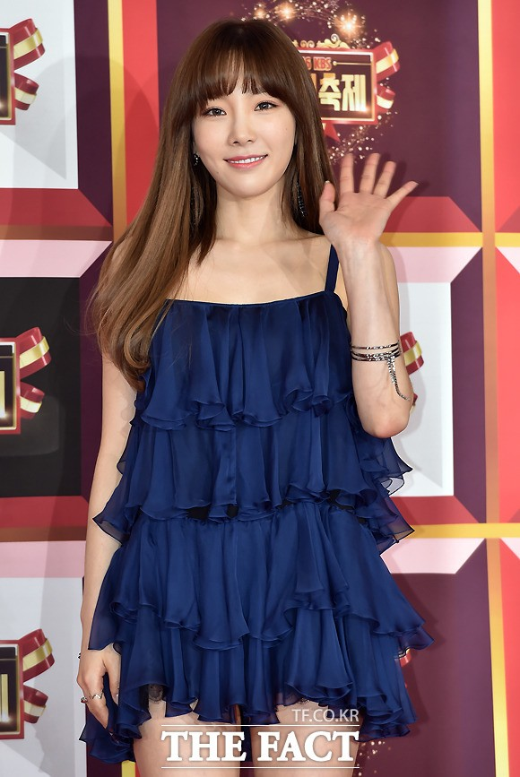 Taeyeon's beautiful dress on the red carpet.