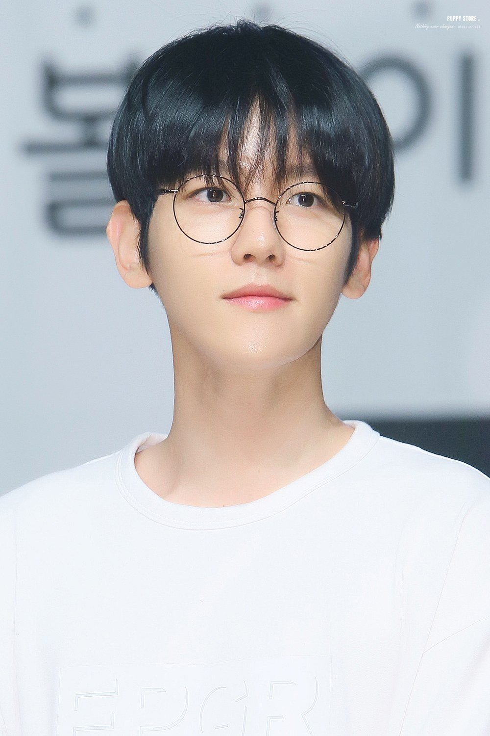 EXO's Baekhyun makes the usually geeky trend look appealing even for those who don't need glasses.