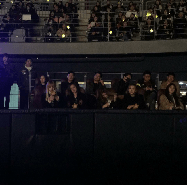 BLACKPINK spotted at the crowd of BIGBANG's concert.