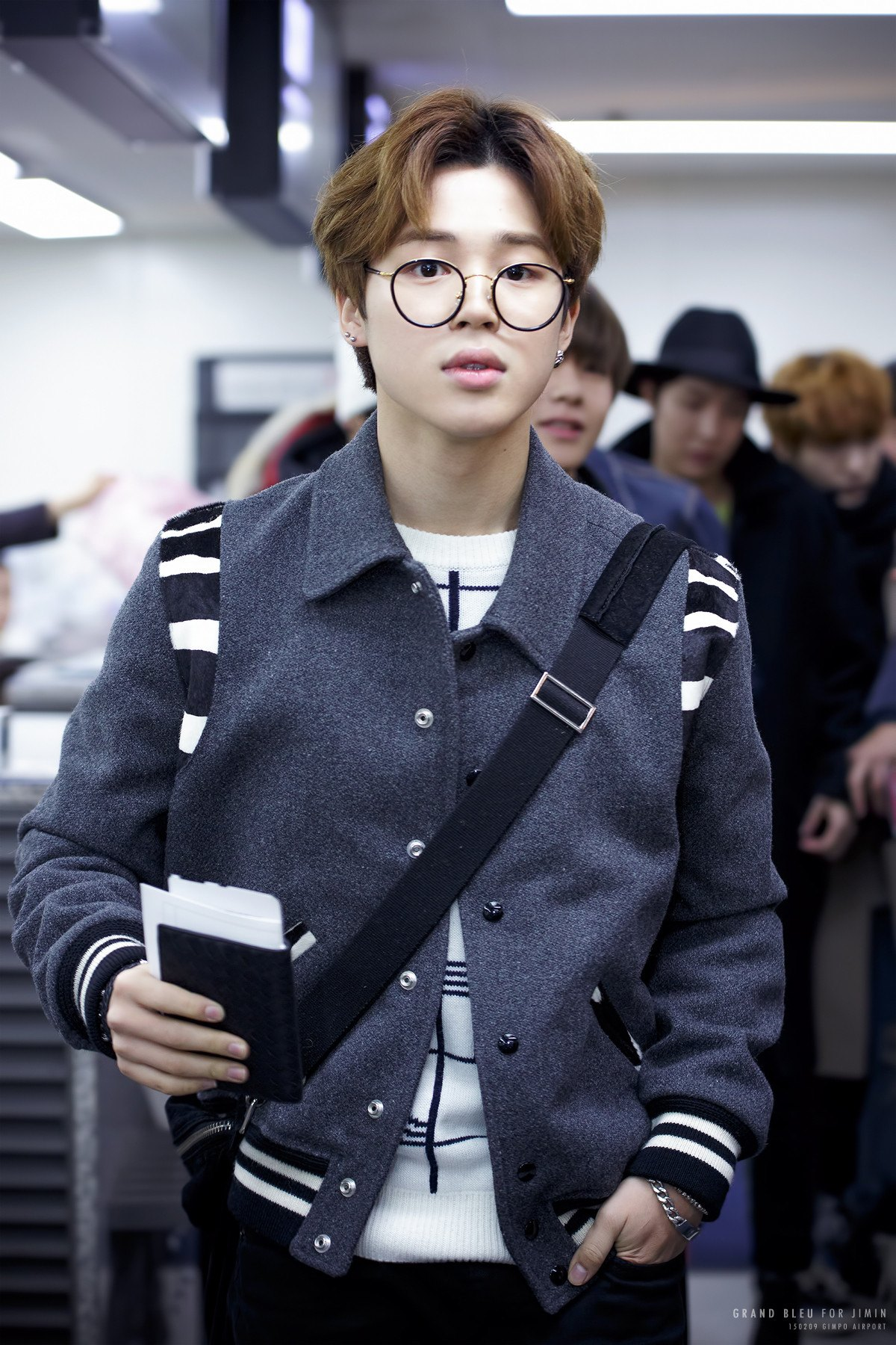 BTS's Jimin pulls of the trend wearing large round frames as he shows off his amazing airport fashion.