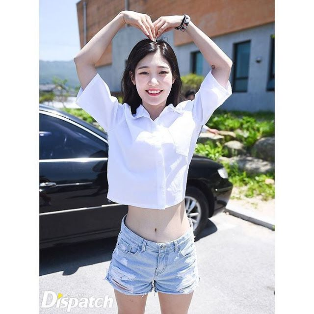 3 female rookie idols who have tiny ant waists - Koreaboo