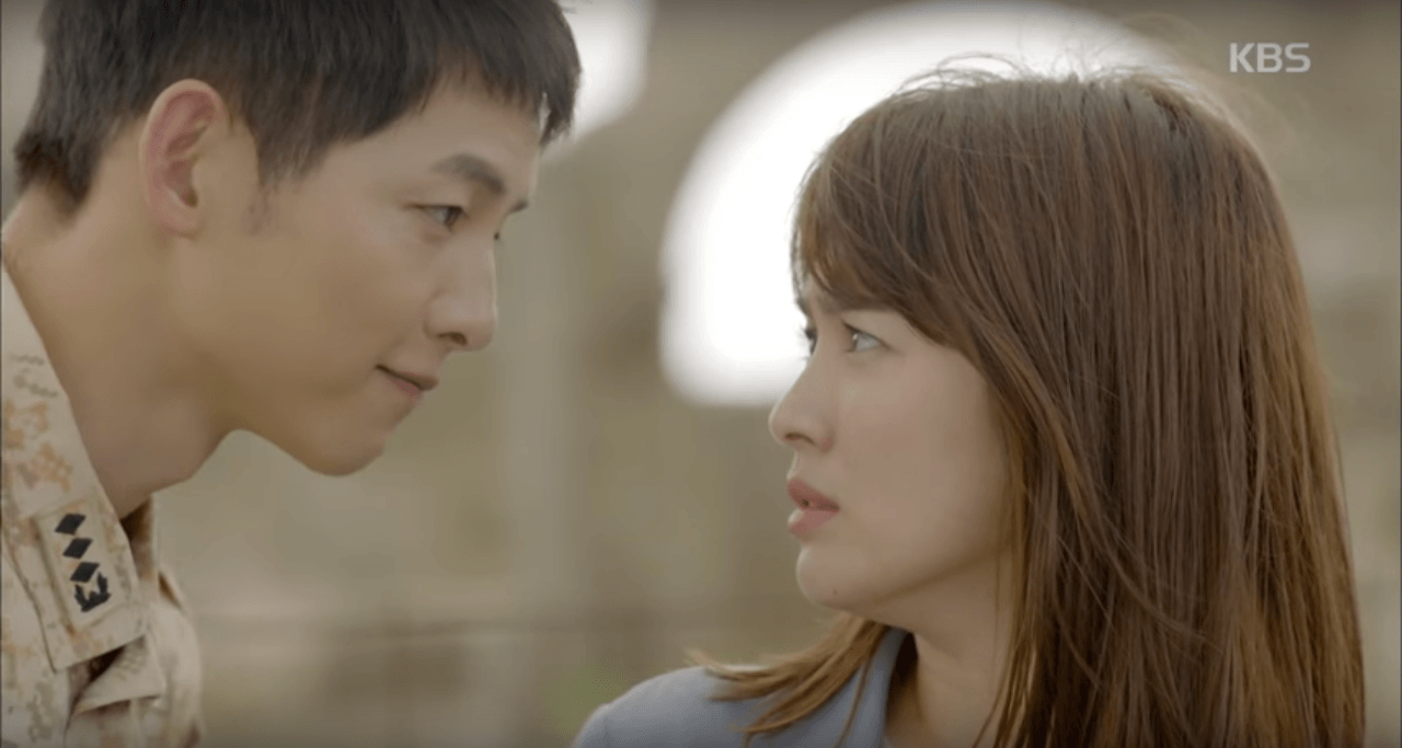 General Yoo Shin Jin falls for army doctor Kang Mo Yeon (who has bangs)
