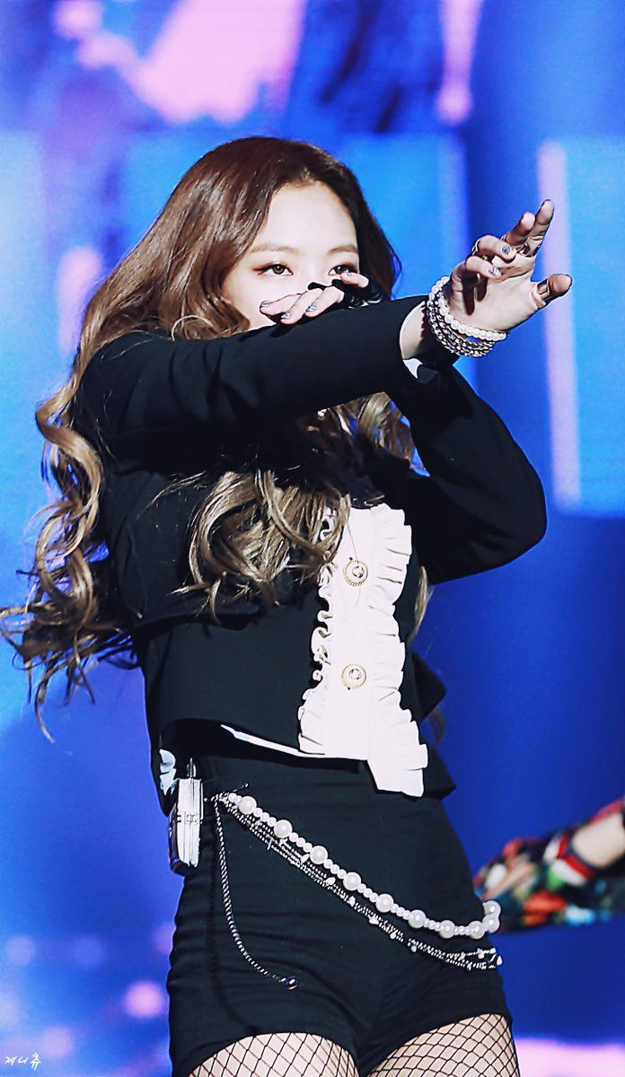 7 Photos Of Jennie S Classy And Sexy Stage Outfit Koreaboo