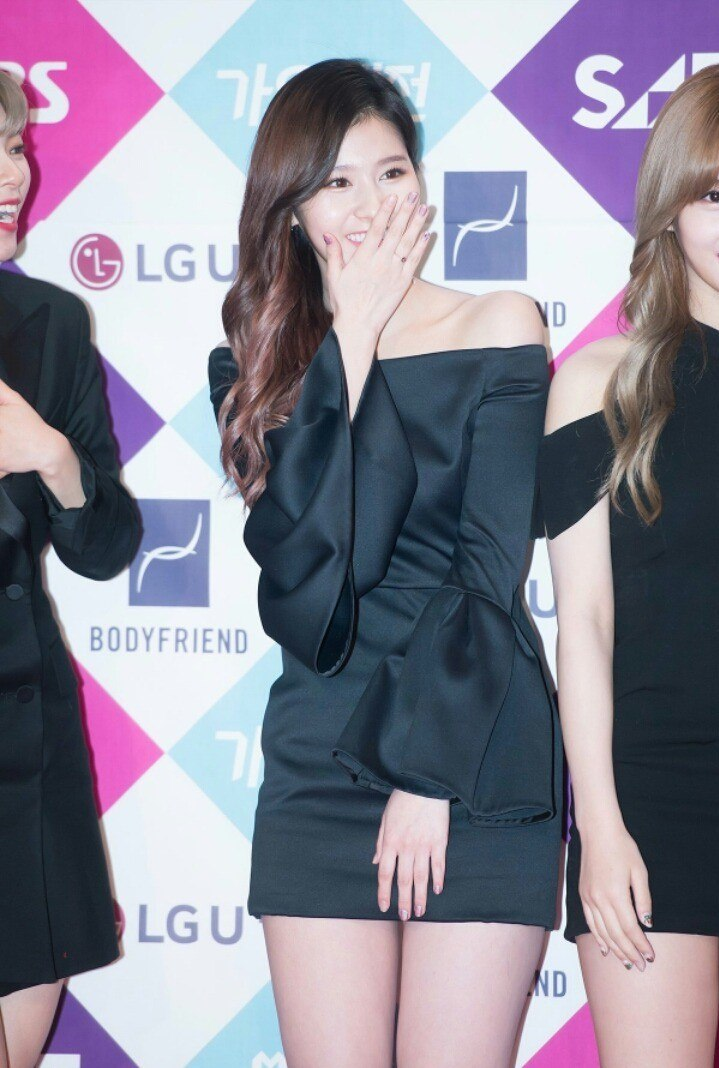 Twice Sana Drops Jaws With Her Sexy Red Carpet Outfit