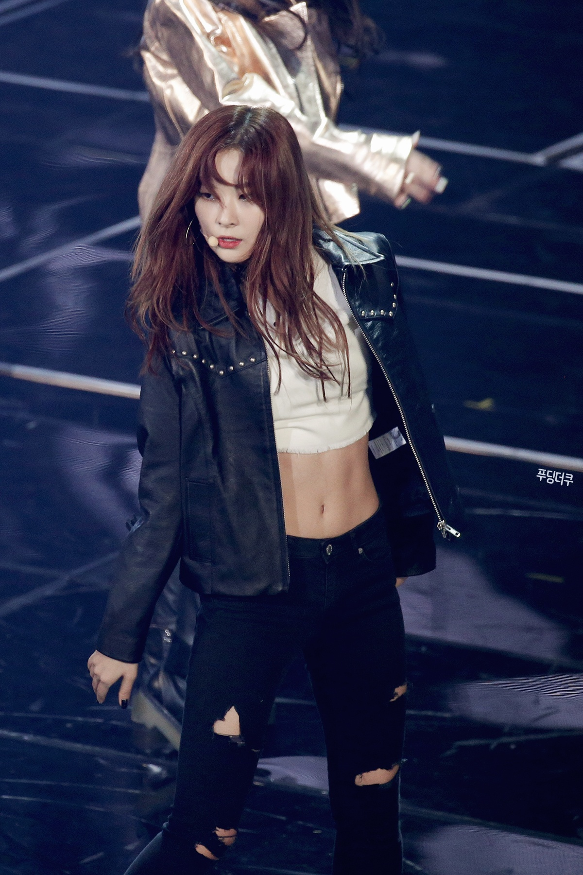 Seulgi rocks this sexy biker chick look. / Source: FIDDLE