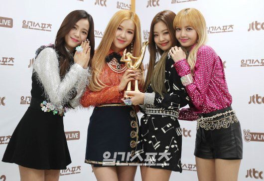 The group won the Best New Artist of the Year award at the 31st GDA