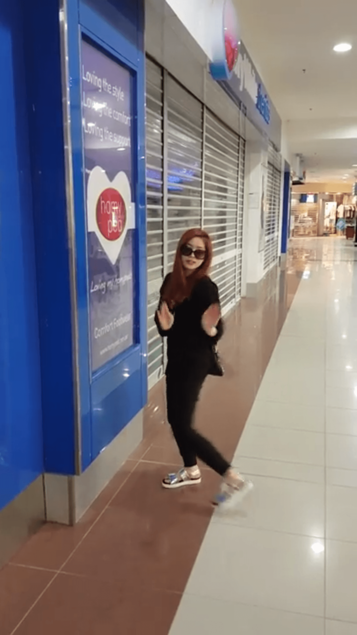 """Dahyun dancing to BLACKPINK's """"Playing With Fire"""" in a mall"""