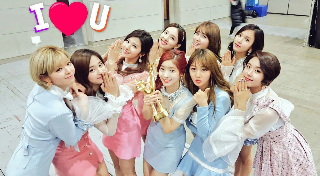 "At the Golden Disk Awards, TWICE won the grand prize Song Of the Year Daesang award for ""Cheer Up"", and this is their third Daesang award."