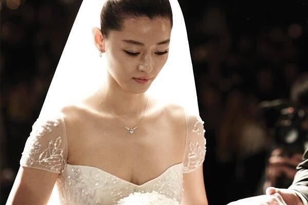 ji hyun wedding-dress