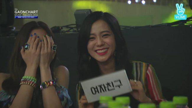 Jisoo supporting Gfriend