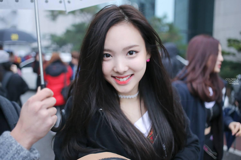 Nana kpop black hair