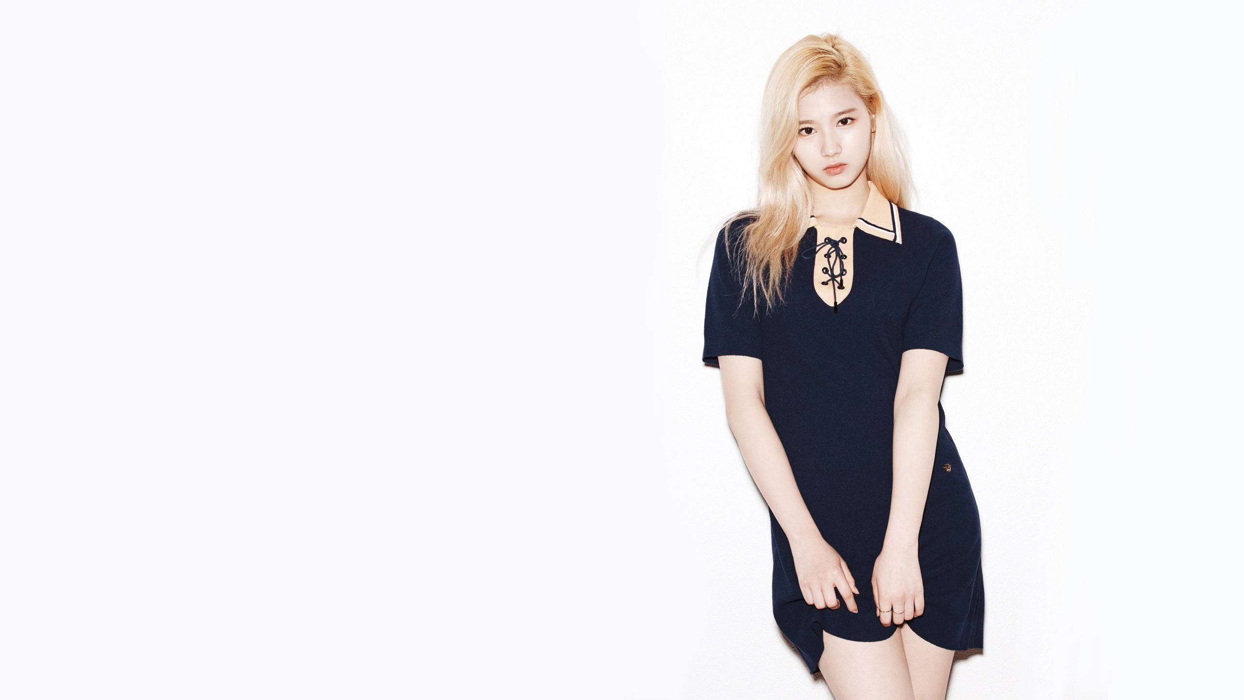 9 Photos Of Twice Sana S Stage Outfits That Are Drop Dead