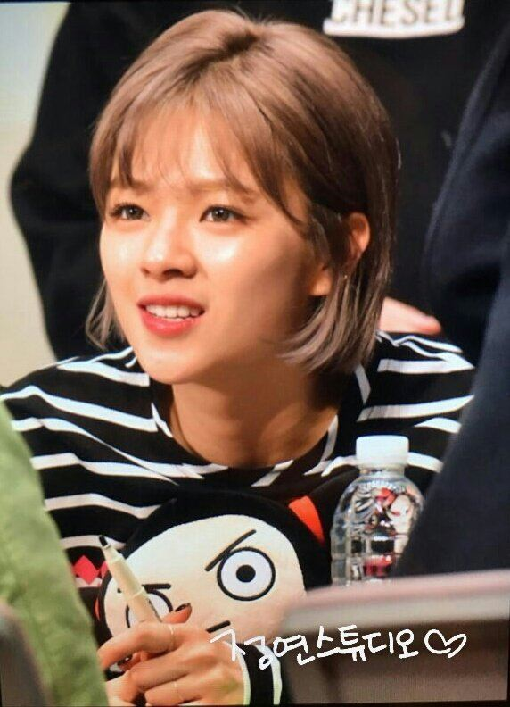 Twice Jeongyeon S Hair Is The Longest It S Ever Been