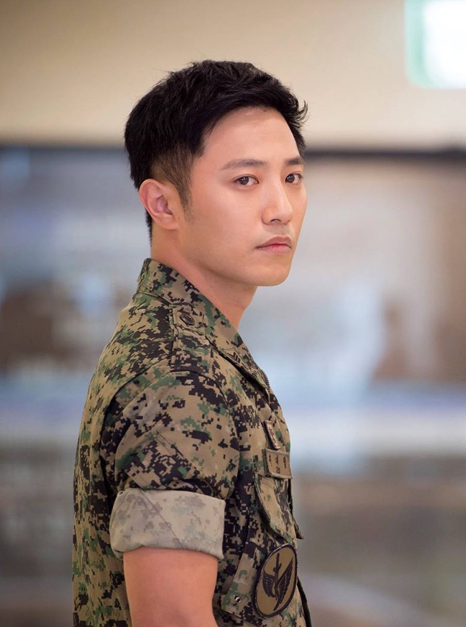Jin Goo Saw His Popularity Reach New Heights Last Year As He Starred The Supporting Male Lead In Hit Drama Descendants Of Sun