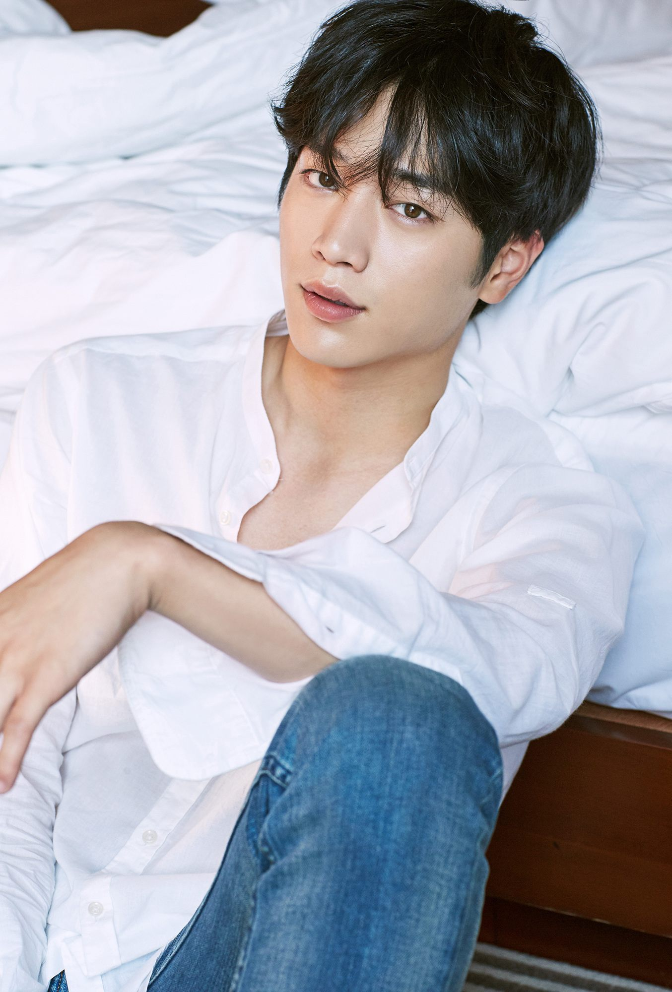 Seo Kang Joon Caught Fans Attention As The Second Male Lead In Cheese Trap Were Quick To Point Our His Perfect Facial Features And Unique Eye