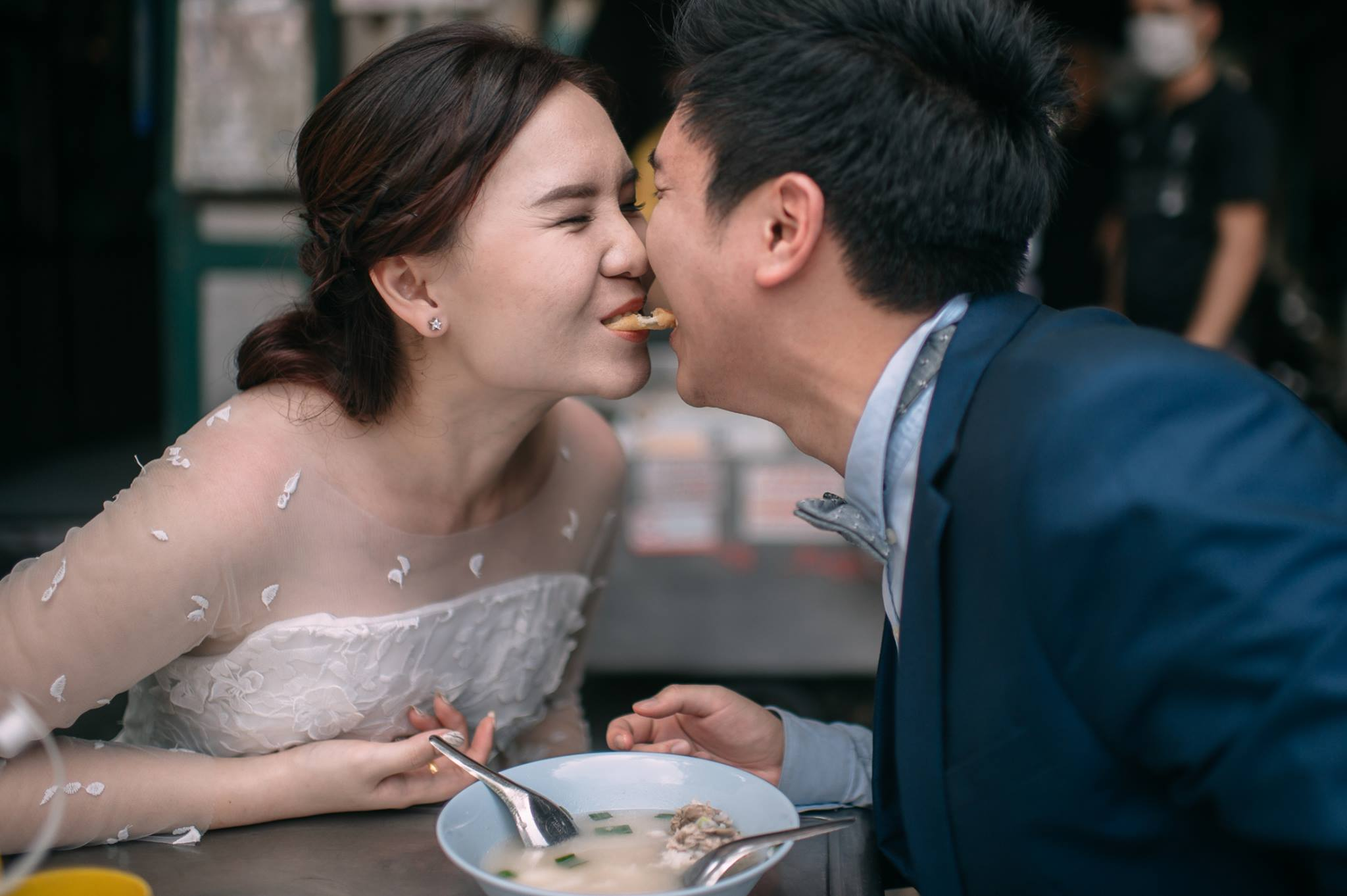 Thai couple who love to eat get the ultimate foodie wedding photos
