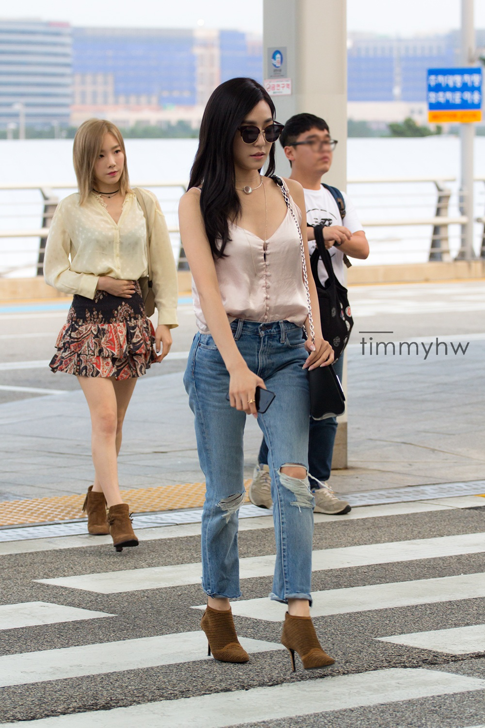 7 photos of tiffany 39 s latest airport fashion showing her