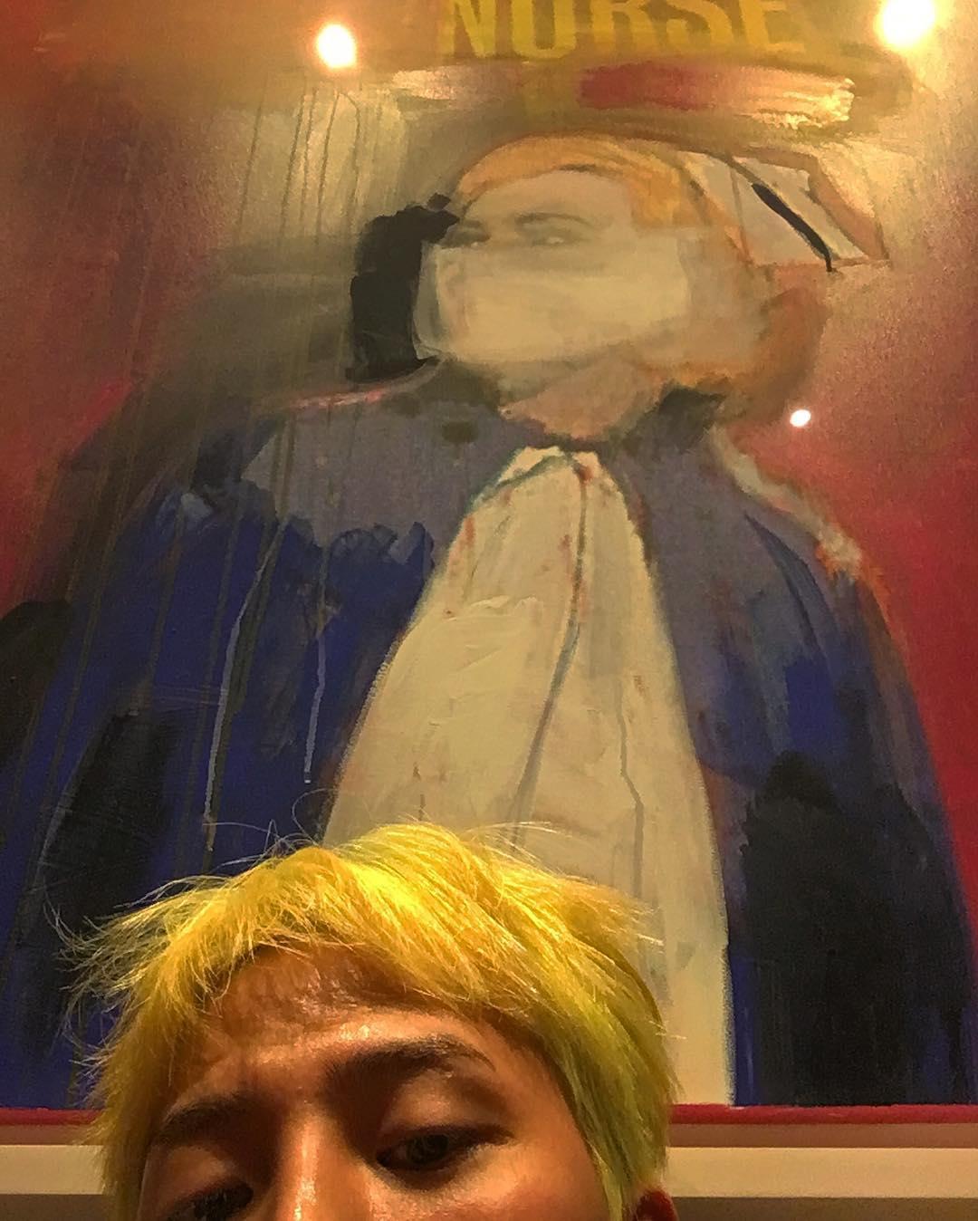 Mahal! Ini Dia Koleksi Lukisan G-Dragon yang Jadi Pemanis Ruang Tamu!