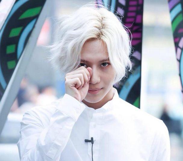 Taemin White Hair Drone Fest # taemin (shinee), solo albümünde kai (exo) ve jimin (bts) ile işbirliği yapmak istediğini söyledi. taemin white hair drone fest