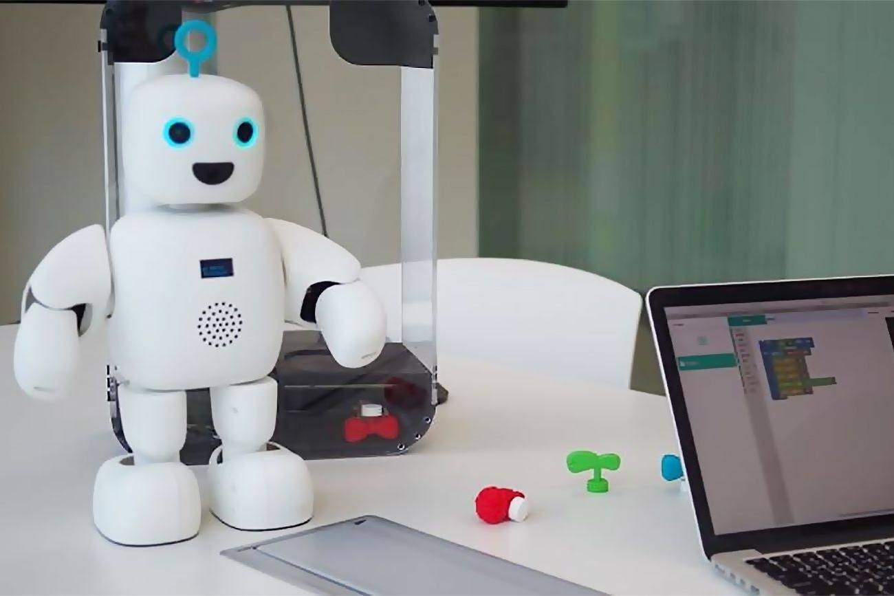 These Robots Are Becoming A Part Of Korean Peoples Everyday Lives