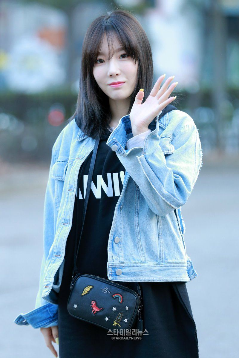 Good Morning Beautiful Korean : Morning photos prove taeyeon wakes up looking beautiful