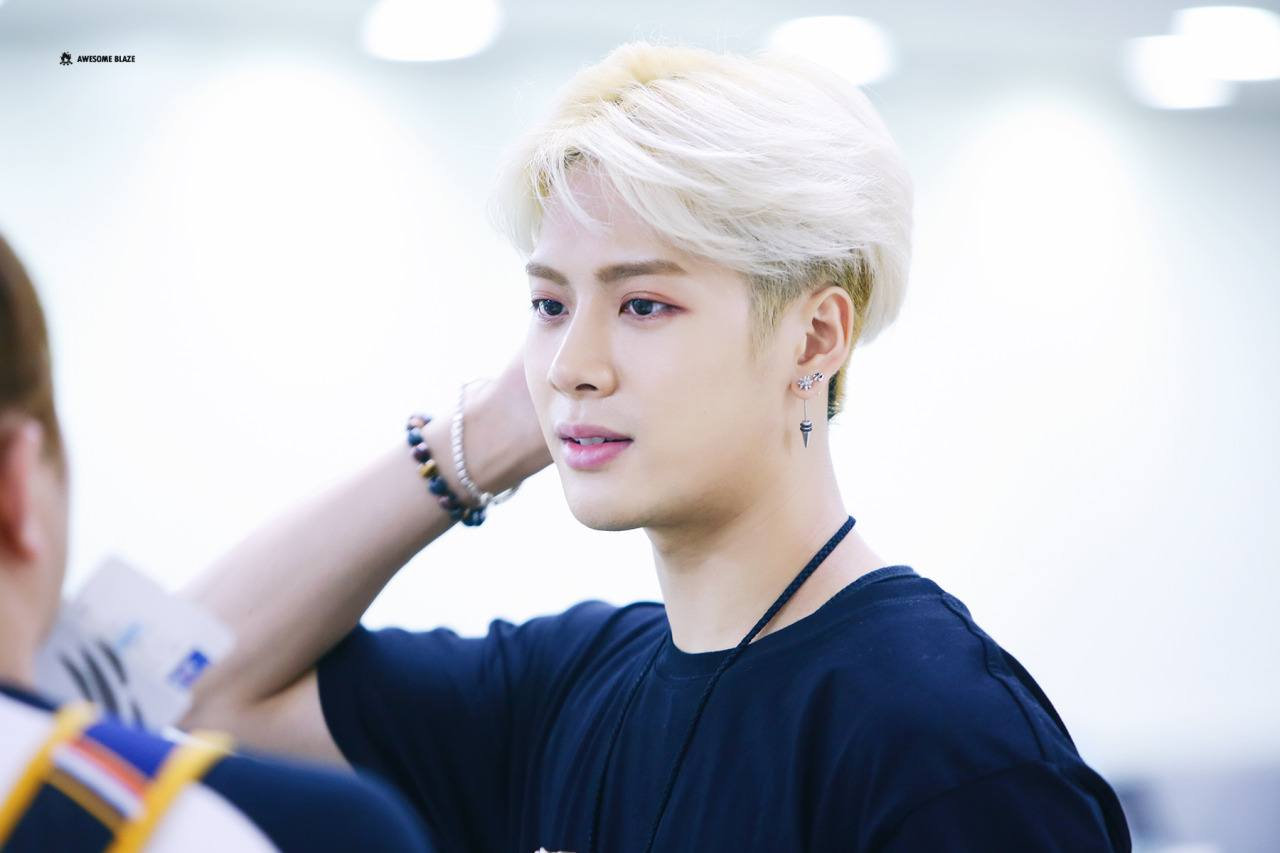 GOT7 Jackson Jumps Into Audience To Help Injured Fan