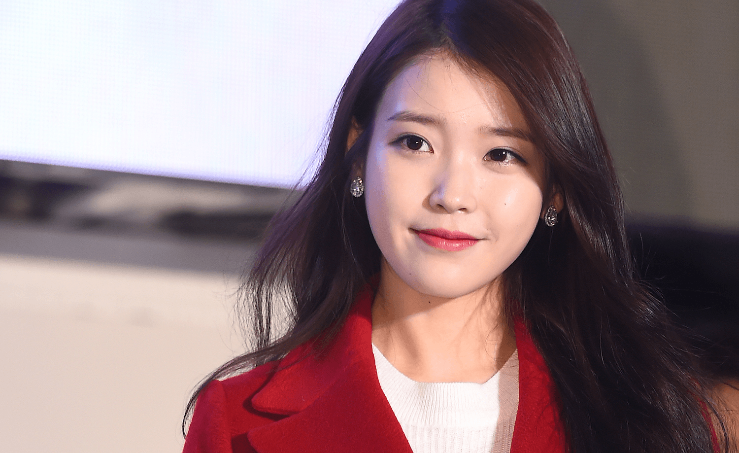 iu praises her fan publicly for her beautiful fan art