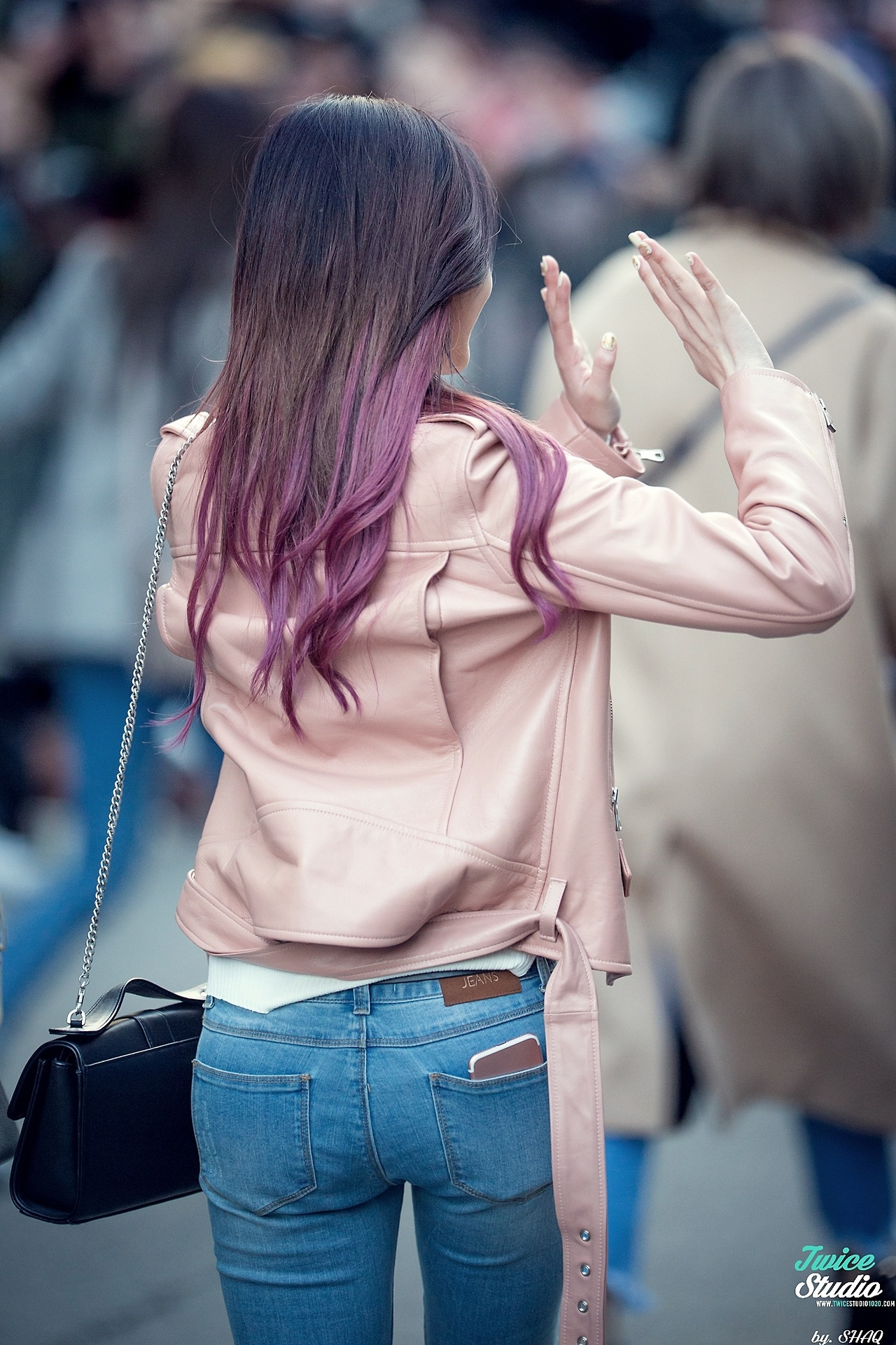 fans claim twice sana's butt looks huge in these jeans - koreaboo
