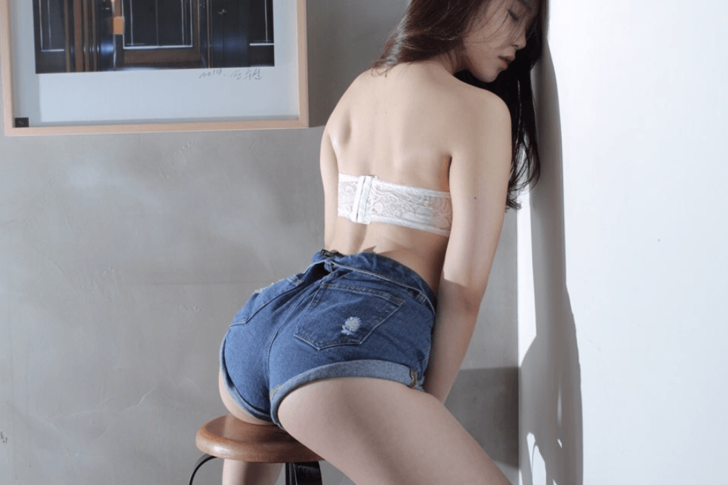 7 Photos Prove Switch's Gayoung Is The Sexiest Maknae You've Ever Seen
