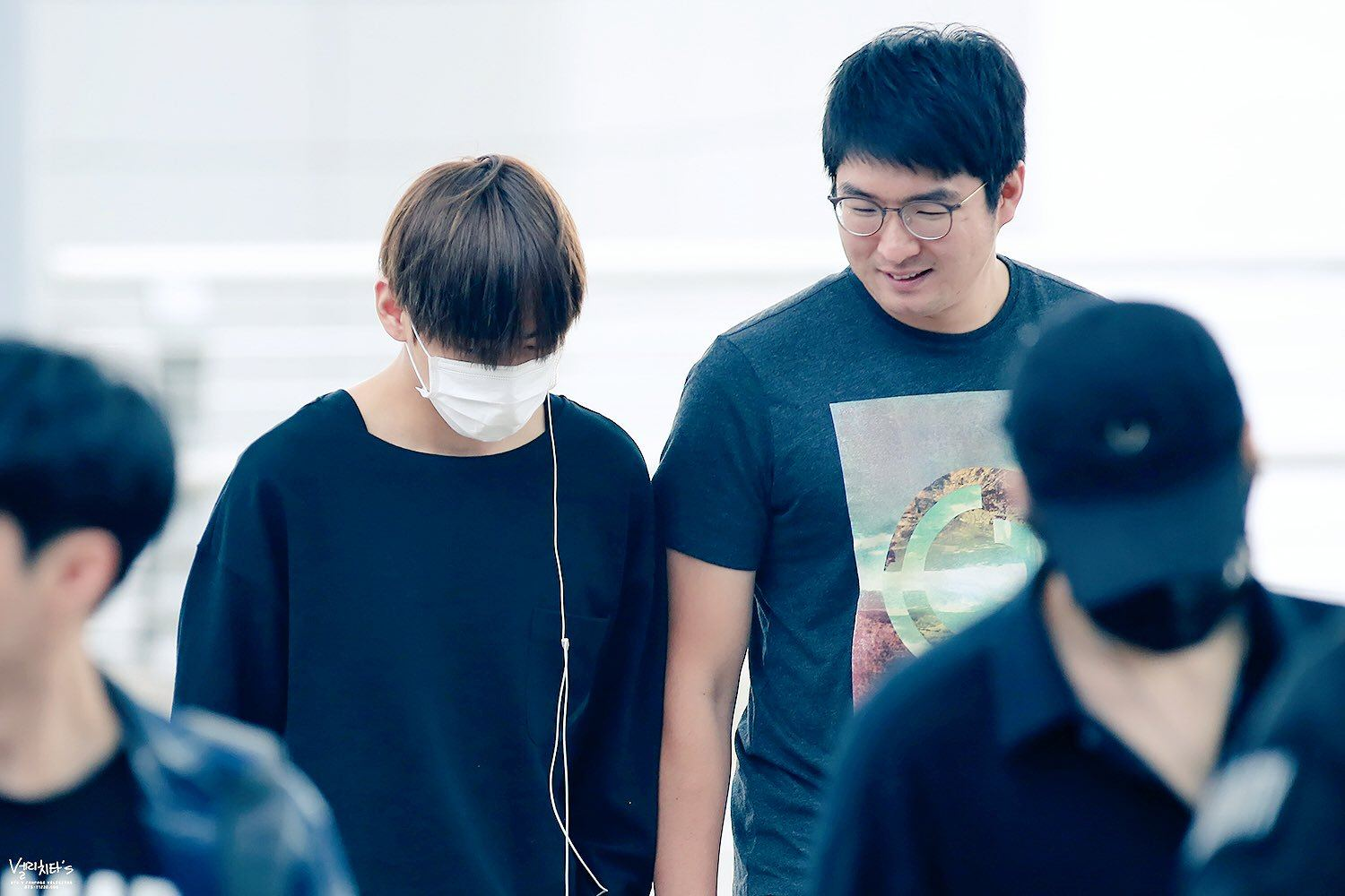 Photos show BTS V's close relationship with their managers