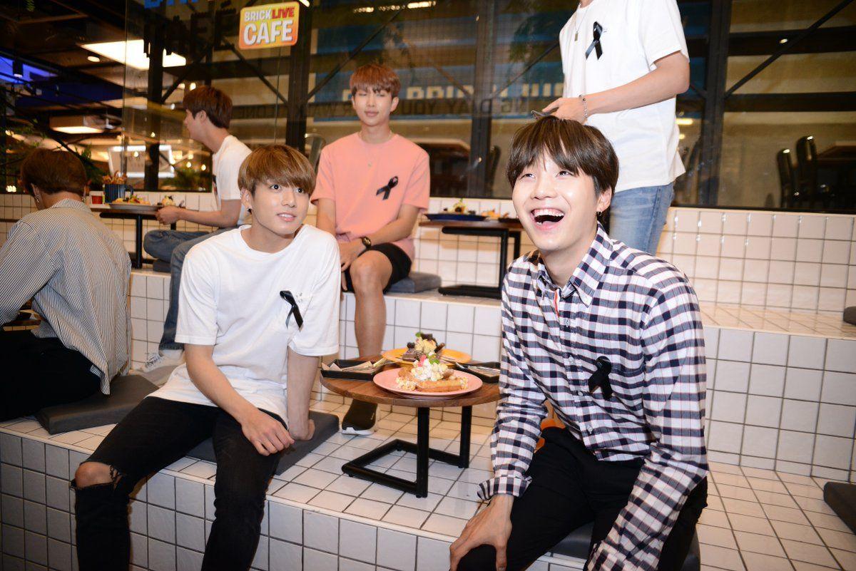 BTS BRICK LIVE CAFE