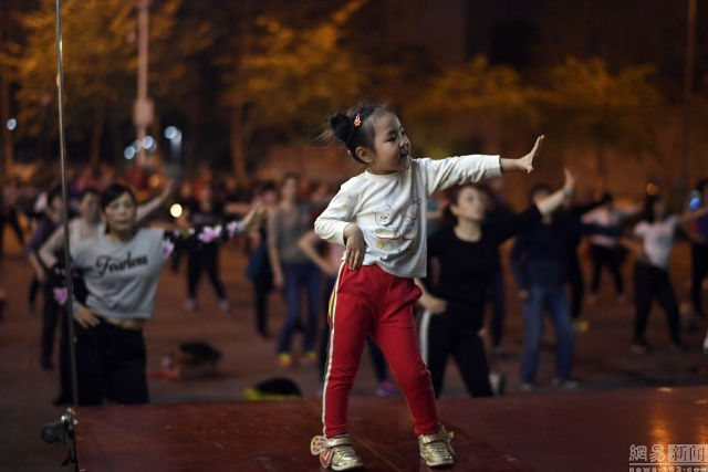 5-year-old Named Chinas Youngest Dancing Auntie Is Going Viral For Her Epic Moves