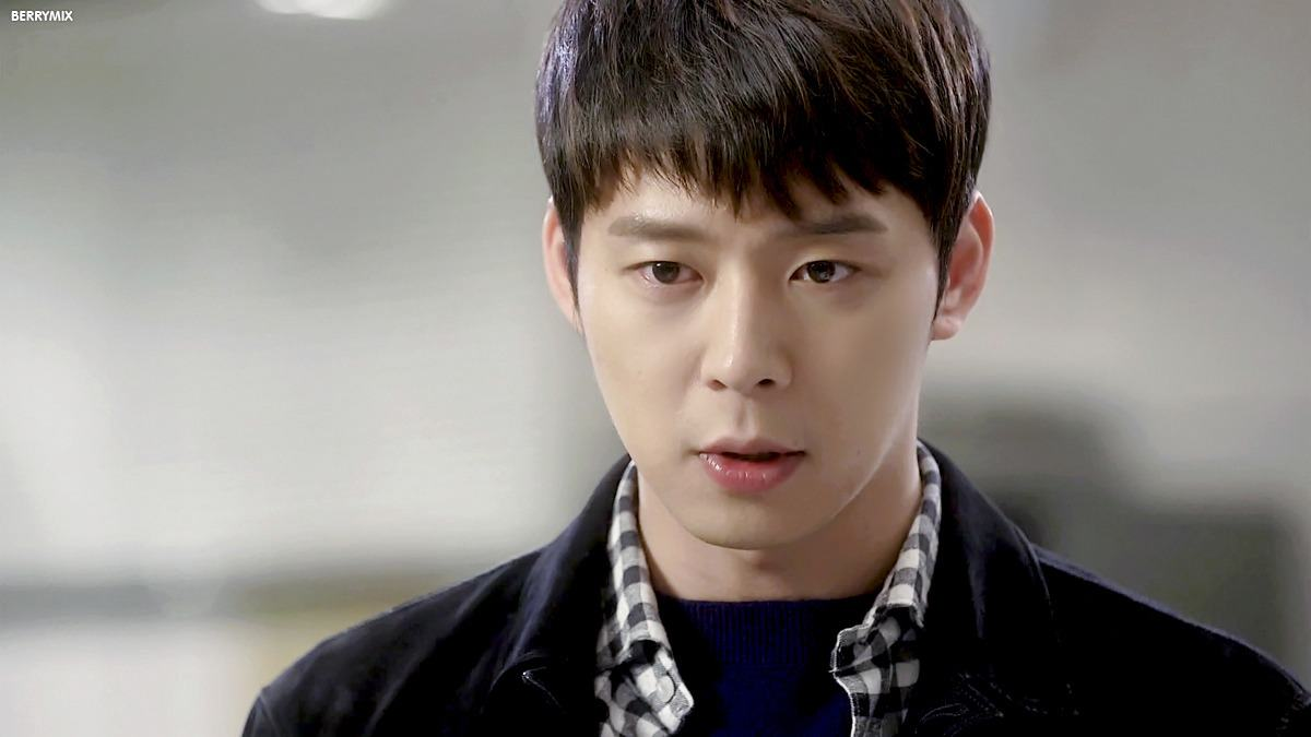 Yoochun avoids reporters upon marriage news annoucement
