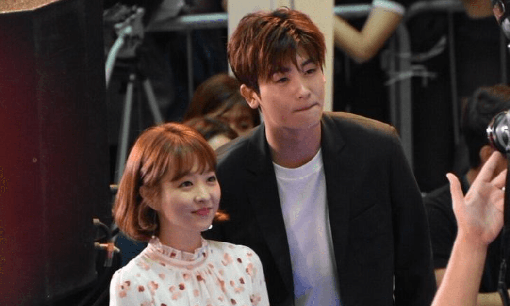 Park Hyung Sik Proves He Is A True Gentleman To Park Bo Young